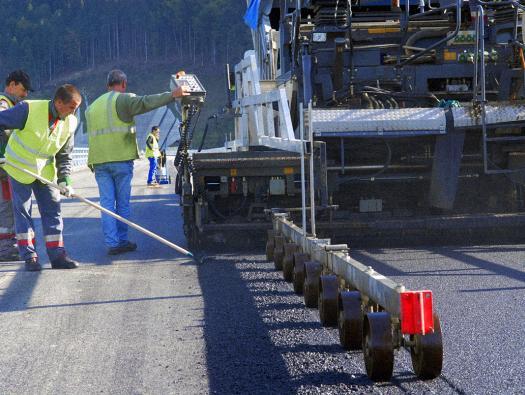 Travaux de chaussées du viaduc de Monestier de Clermont de l'autoroute A51     Crédit photographique:  APRR/HURET Christophe