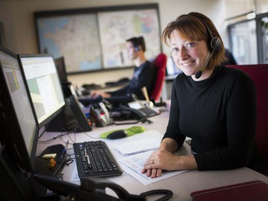 Hôtes CIT, centre d'information téléphonique, portant assistance aux clients en demande d'informations sur le trafic, le télépéage, les travaux...   Crédit photographique: APRR/Leimdorfer Gilles