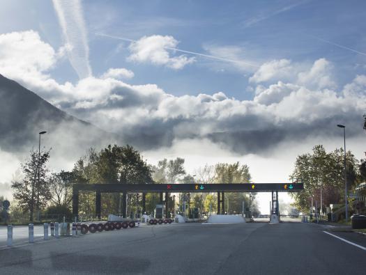 Gare de péage d'Aiguebelette (A43 sortie n° 12)   Crédit photographique: APRR/Leimdorfer Gilles