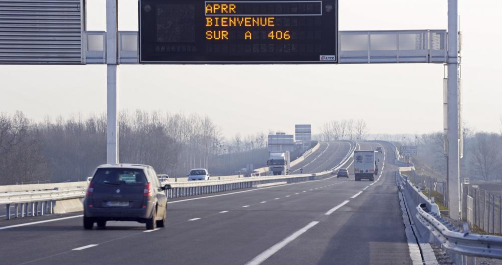 Panneau à message variable sur l'autoroute A406, contournement sud de Mâcon   Crédit photographique:  APRR/CHABERT Xavier