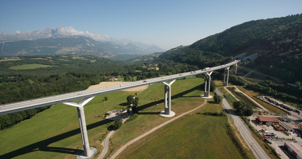 Viaduc de Monestier-de-Clermont sur l'autoroute A51  Crédit photographique:  APRR/La France vue du ciel Isère